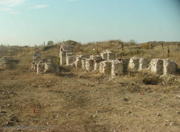 През следващия археологически сезон ще продължи разкриването на сградата северно от резиденцията на управителя в античния град Рациария