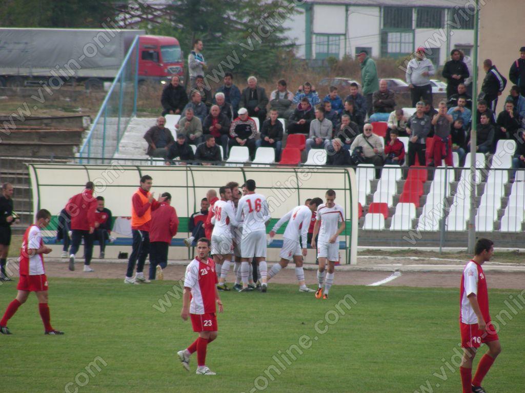 """ОФК""""Бдин"""" Видин остана на върха в класирането след победа с 4:0 над """"Чавдар"""" Етрополе"""