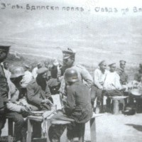 Командирът следи и за порционите на войниците