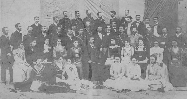 1899 г. - д-р Димитър Рашев (доведен син на Христо Ботев) е учител по френски език във Видинската мъжка гимназия и учас- тник в първия смесен черковен хор с диригент Руси Коджаманов.