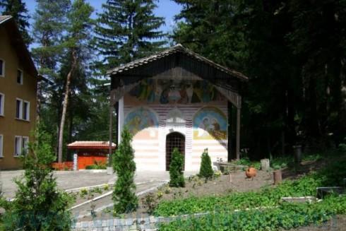 """Изворският манастир """"Успение Богородично"""" ще бъде реставриран с пари от програмата за селските райони"""