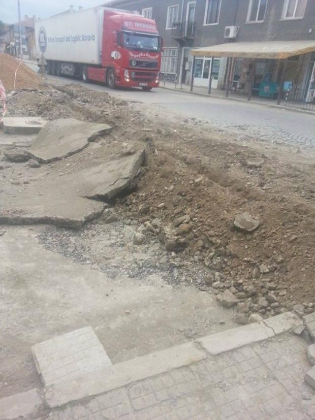 Шефът на АПИ: Пътят в Димово се прави
