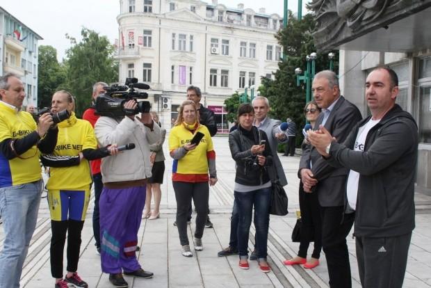 Заместник-кметът на Община Видин Венци Пасков даде старт на втората петдневна обиколка с електрически велосипеди