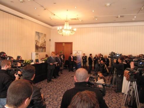 """Кметът на Видин получи от премиера Бойко Борисов договора по схема """"Помощ в дома"""""""
