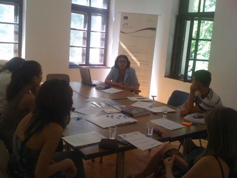 """Екипът на ОИЦ Видин и Асоциация """"Видински детски и младежки парламент"""" набелязаха конкретни бъдещи съвместни инициативи, с които да доразвият партньорските си отношения и да популяризират по-широкообхватно Кохезионната полотика на Европейския съюз в България сред младите хора от региона"""