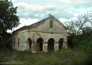 Църква Света Тройца в Черно поле