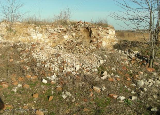 Разрушените сгради в ловния парк