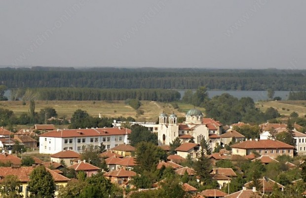 Обозначителни табели за забрана на къпането в река Дунав са поставени на шест места край село Арчар
