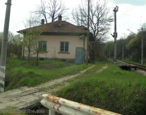 Добро е състоянието на двата жп-прелеза при село Бела
