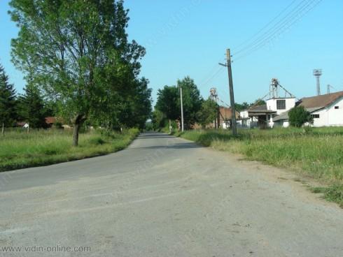 Нови пътни знаци са поставени от Гара Макреш до разклона за ГКПП Връшка чука