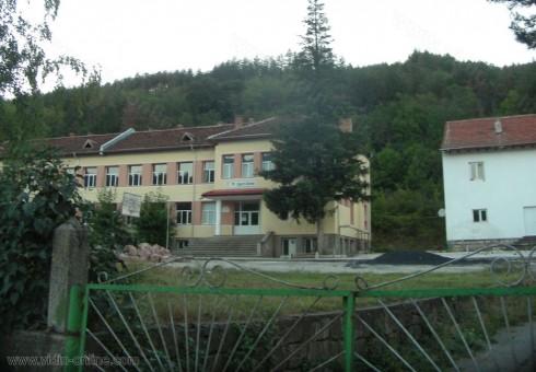 72 деца от четири населени места са записани в защитеното училище в село Горни Лом