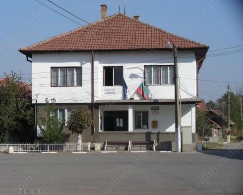 Непрекъснато се следи състоянието на съоръженията на детската площадка в село Кошава