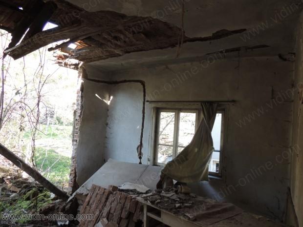Изоставена къща в село Крачимир