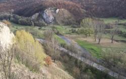 Село Острокапци, пътя и река арчар