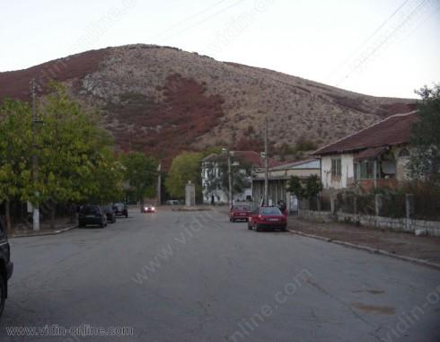Отчуждаването на земеделски земи за новия път до граничния пункт при село Салаш ще приключи в срок, според кметския наместник