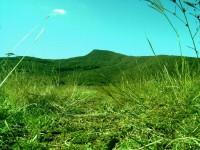 Върхът който се вижда е Смедовръх от другата му страна се намира град Белоградчик. Природата е дивна и предлага незабравими мигове. Снимата е направена в близост до пътя свързващ селата Върбовчец и Гара Орешец