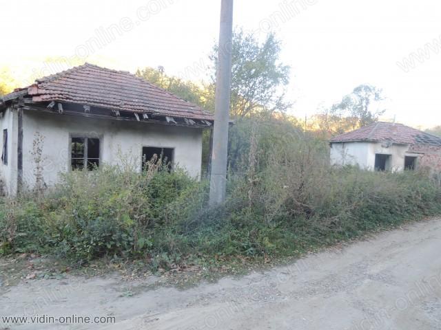 Останки от старата митница над село Стакевци