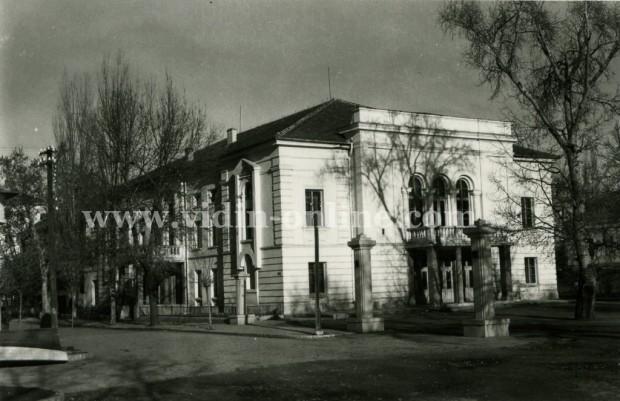Първия театър в България