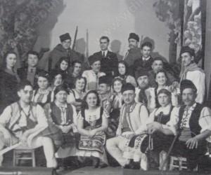 Участници в самодейна театрална постановка в Кула 30-те години на XX век
