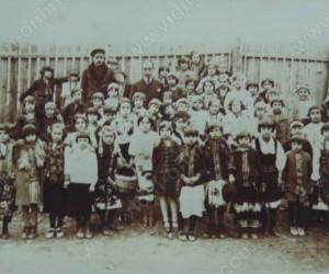 Лазарки от първоначалното училище НАЙЧО ЦАНОВ във Видин 1931г.