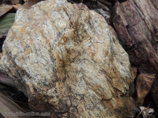 Шарен камък
