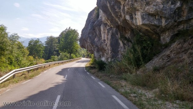 Бялата стена до село Долни Лом