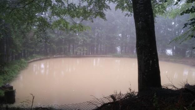Кафяво езерце