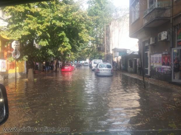 30 л/кв. м е количеството дъжд, което падна за половин час в града