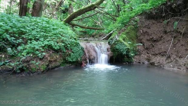Каленишки водопад