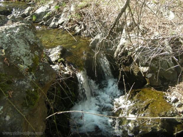 В землището на село Раковица, община Макреш активно почистват речните корита