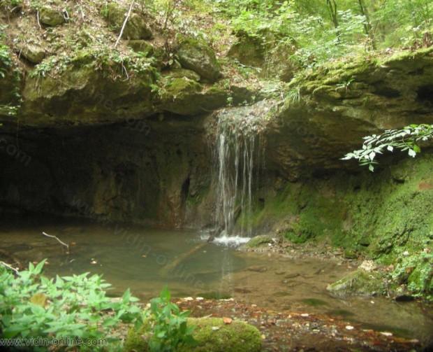 Водопад до село Синаговци