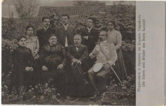 Борис Сарафов със семейството си