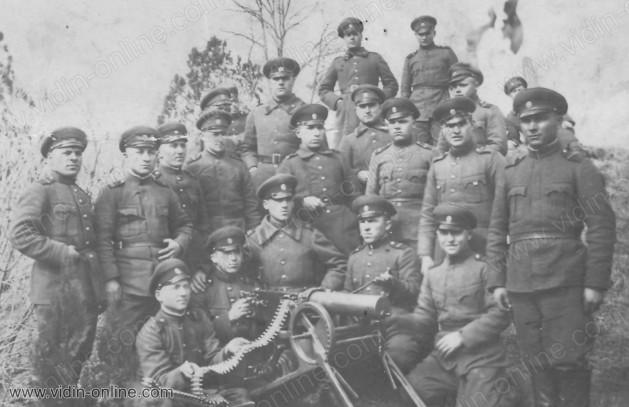 1934 г. Картечната рота на Видинския полк. Иван Ников е първи отляво-надясно на последния ред