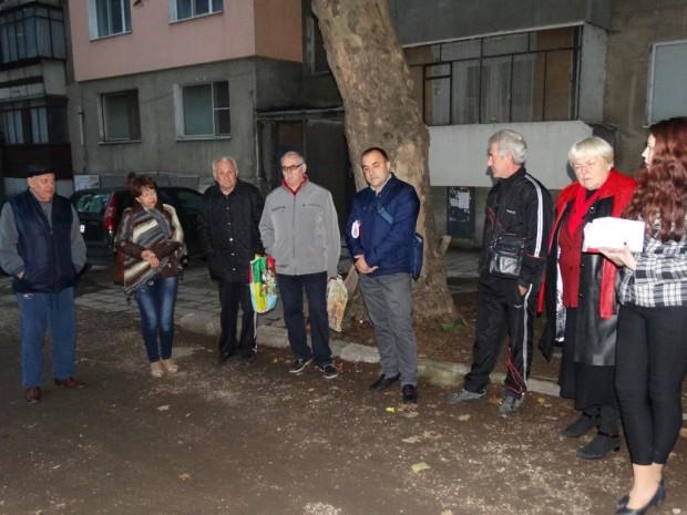 Жители на кв. Александър Стамболийски във Видин пред Людмил Димитров