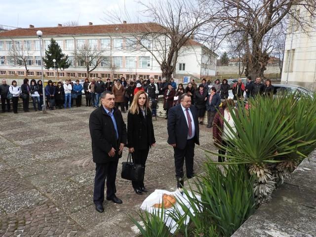В Кула отбелязаха Националния празник Трети март с поднасяне на венци и цветя пред паметната плоча на опълченеца Димитър Гетов