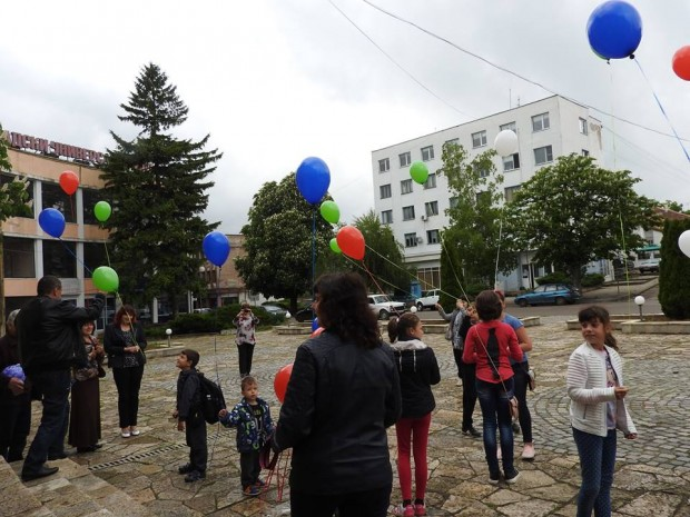 С викторина и празничен хепънинг бе отбелязан Денят на Европа в град Кула
