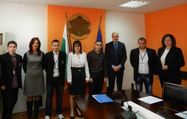 Областният управител Момчил Станков проведе с видински ученици редовното си сутрешно заседание