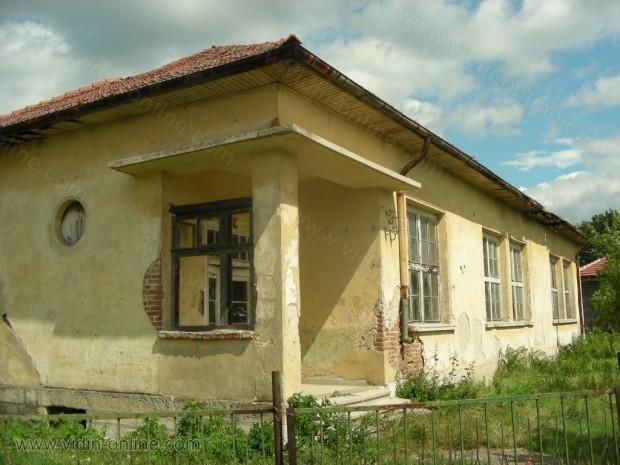 Училището в село Акациево