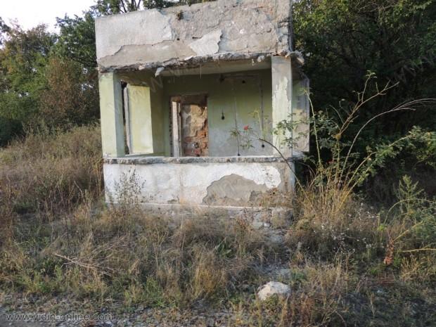 Бившите складове до село Средогрив
