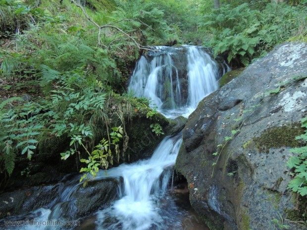 Водопад над село Горни Лом